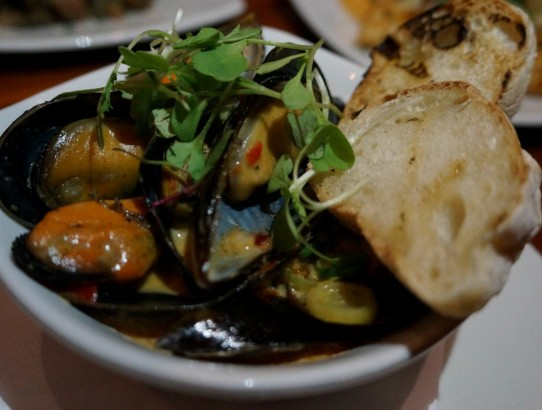 Steamed mussels with chilli and garlic