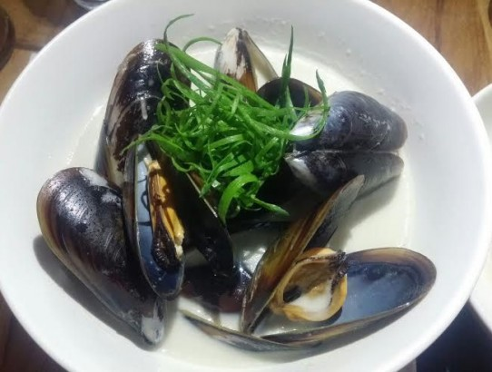 Mussels in spicy coconut broth